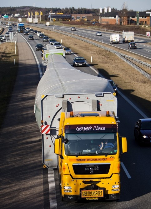 Transporting the World's largest wind turbine blades; the Siemens B75 blade.