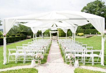 Romantic Outdoor Wedding Decoration: http://rasa-en-detail.de/projekte-details/articles/freie-trauung-im-schloss.html