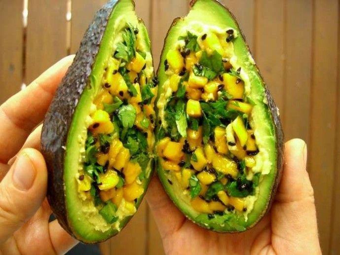 Интересный десерт: трюфель из авокадо для сыроедов