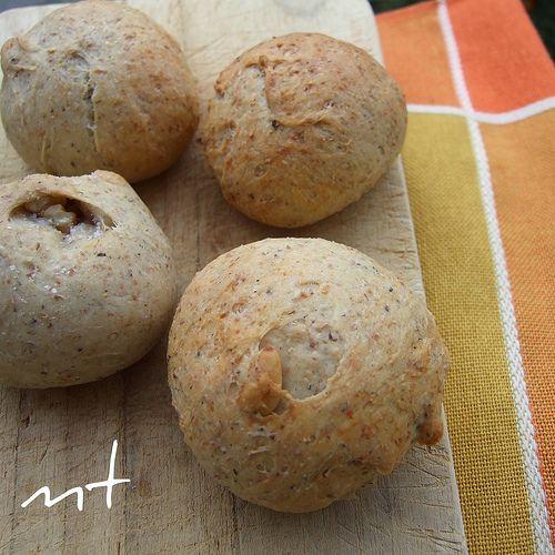 Panini di grano saraceno, noci e pinoli