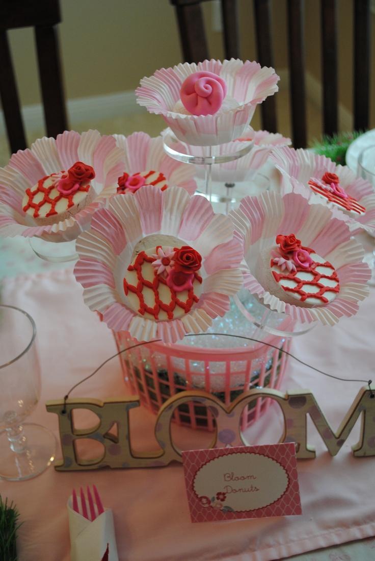 flower cupcakes centerpiece