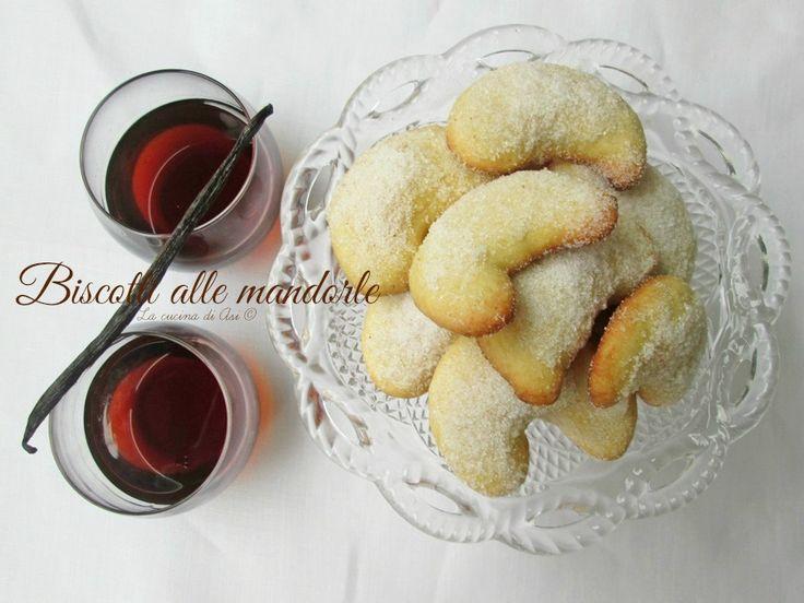 Biscotti alle mandorle zuccherosi al punto giusto per una pausa dolce e per la colazione di tutta la famiglia Ricetta biscotti alle mandorle