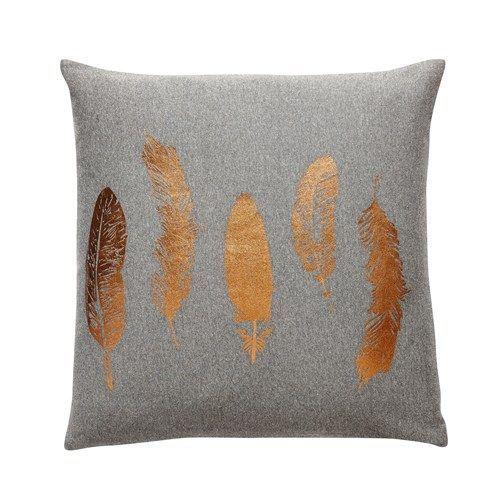 Jetzt das dunkelgraue Kissen mit Motiv (Federn in Kupfer) von Hübsch Interior im Online-Shop Stilherz entdecken und bestellen!