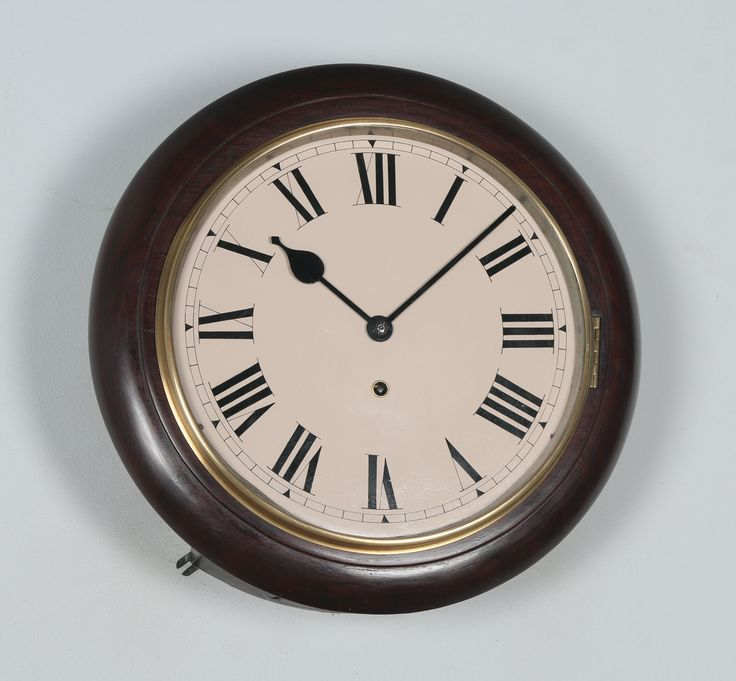 Here we have for sale a good quality antique German 16″ mahogany Winterhalder & Hofmeier timepiece railway station round dial wall clock, which has been lovingly restored to its former glory and is now in good working order.