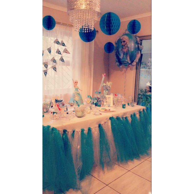 frozen themed birthday party deco #tabletutu
