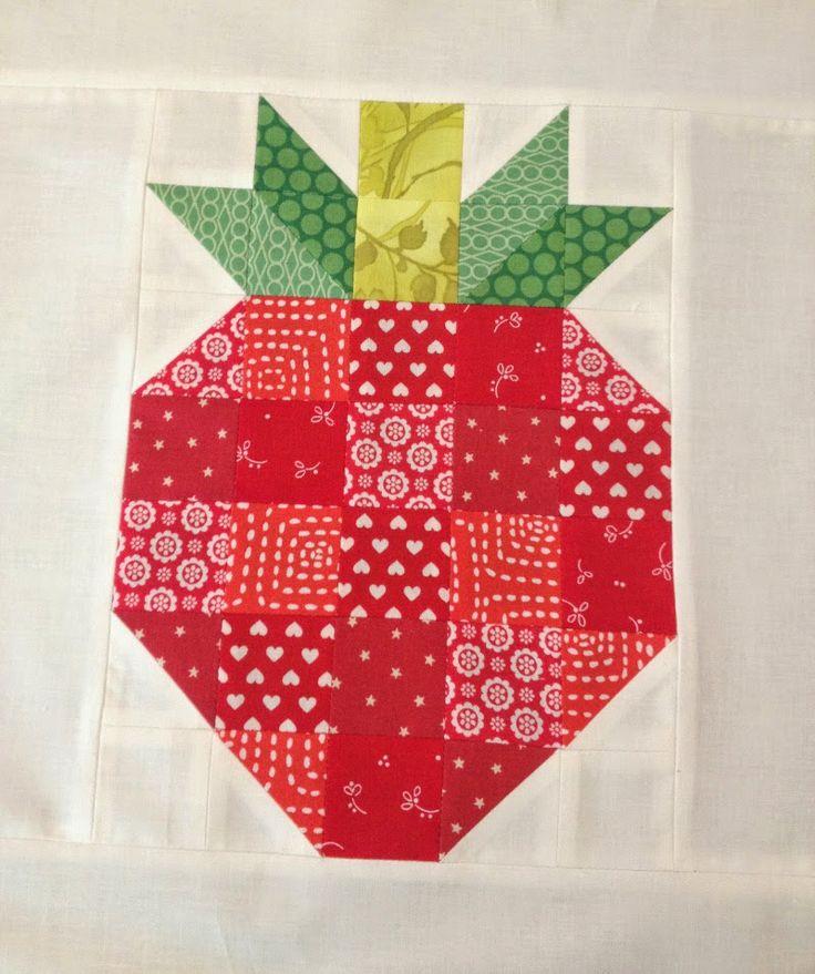 Kijk wat ik gevonden heb op Freubelweb.nl: een gratis patroon van Skyberries Handmade om deze aardbei te maken https://www.freubelweb.nl/freubel-zelf/zelf-maken-met-stof-aardbei/