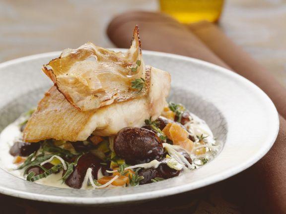 Wels mit Bacon und Feuerbohnen ist ein Rezept mit frischen Zutaten aus der Kategorie Fisch. Probieren Sie dieses und weitere Rezepte von EAT SMARTER!