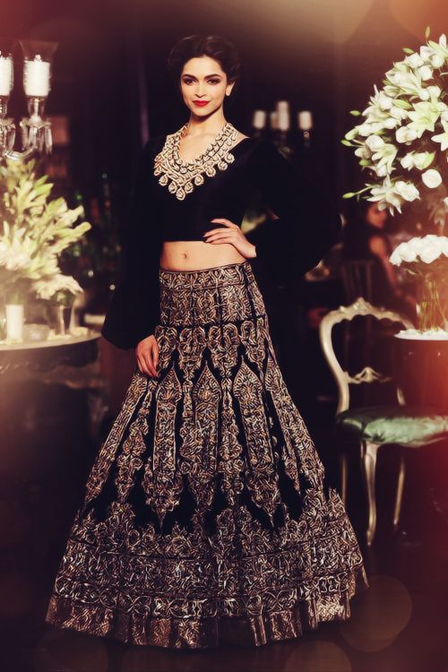 #deepika padukone wearing #Manish Malhotra with #SRK  I love what she is wearing!