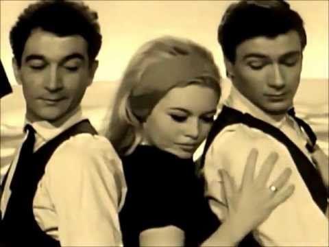 """""""Jesienny, śmieszny pan"""" -  Hanna Banaszak (tańczy Brigitte Bardot)"""