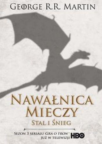 Siedem królestw rozdarła krwawa wojna, a zima zbliża się niczym rozwścieczona bestia. Ludzie z Nocnej Straży przygotowują się na spotkanie z wielkim chłodem i żywymi trupami, które mu towarzyszą. Do inwazji na północ, której świeżo wykutą koronę nosi Robb Stark, szykuje się jednak horda głodnych, dzikich ludzi władających magią nawiedzanego pustkowia. Siostry Robba zaginęły, nie żyją albo w...tom.1