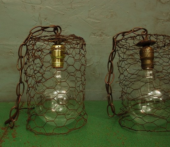 CHICKEN.WIRE.hanging.pendant.lightCovers Patios, Lights Fixtures, Wire Pendants, Chicken Wire, Covered Patios, Pendant Lights, Pendants Lights, Crafts Diy, Easy Diy