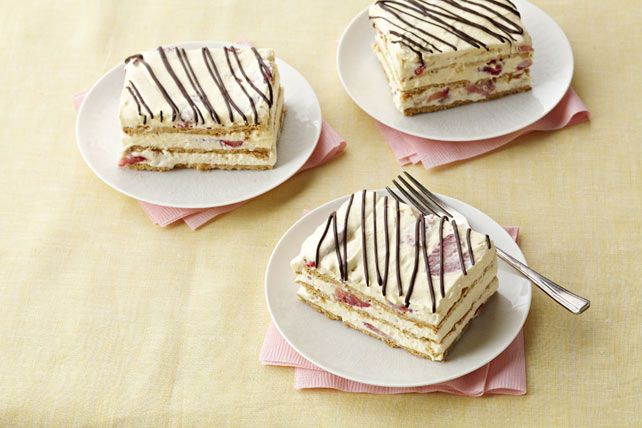 Need to please 16 with a quick and easy dessert? This should do it: a scrumptious Strawberry Icebox Cake, made with instant pudding and fresh berries.