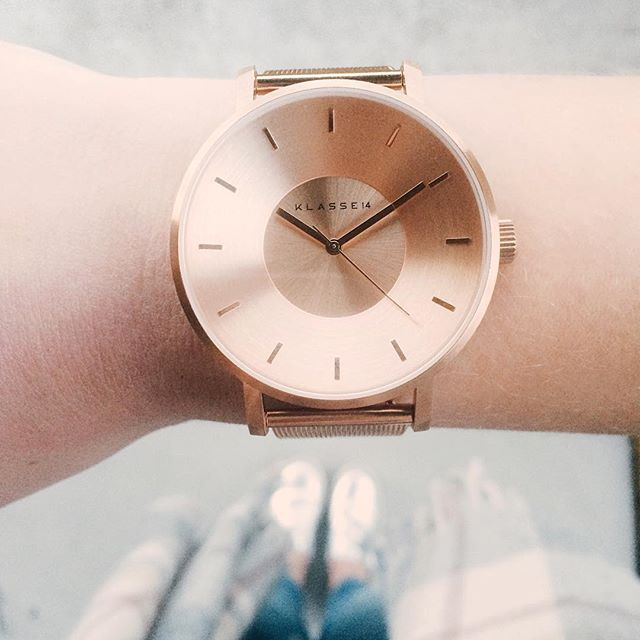 """From where I stand  that typical blogger shot, but hey, this watch is freakin cute right! @klasse14 also gave me a 12% discount code so if you like it, you can enter """"Antoinettebonbon"""" at the checkout  happy FriYaY babes"""