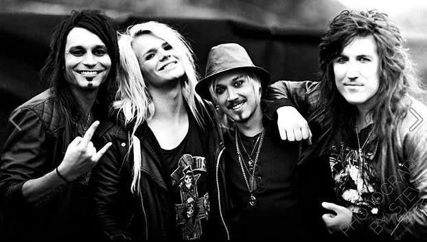 Salakuljettaja Goes Rock'n'Roll 1.8.2015 Reckless Love, Softengine ja Soulless Soul!!! Rockmusaa kaikkien korville ja rutkasti silmäniloa!! Todella hieno kolmen bändin kattaus avaa Teersalossa elokuun tummenevat illat!
