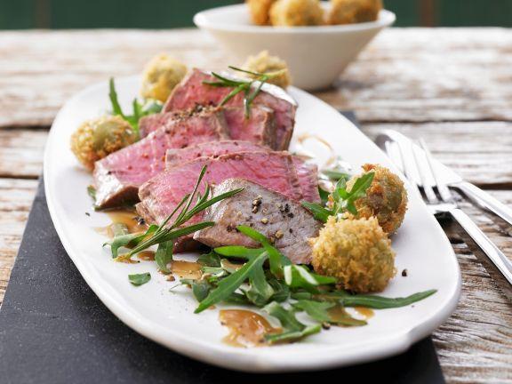 Rinderlende mit Rosmarin auf Raukesalat ist ein Rezept mit frischen Zutaten aus der Kategorie Rind. Probieren Sie dieses und weitere Rezepte von EAT SMARTER!