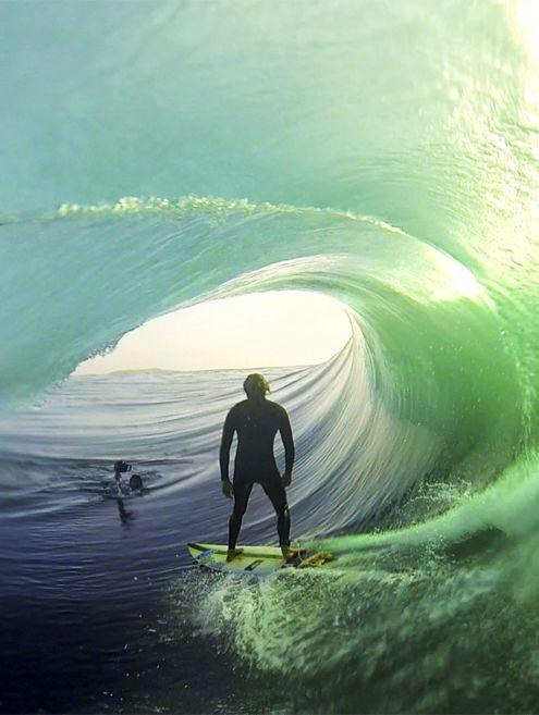 Que foto é essa??? Deu pra sentir a felicidade que esse bixo deve ter tido com essa onda, nesse visú!!! #alohafeelings #respiresurf #saudadedomar