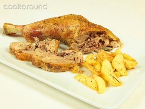Coscia di tacchino al forno con verdure: Ricette di Cookaround | Cookaround