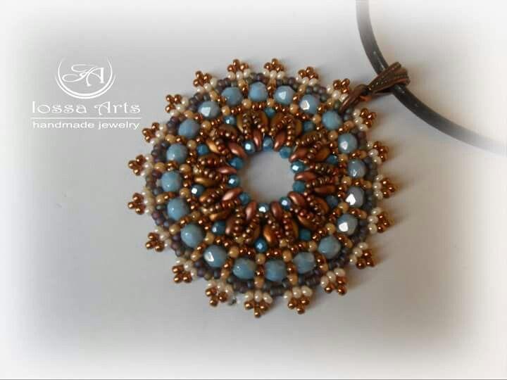 Ciondolo in tessitura di perline di boemia