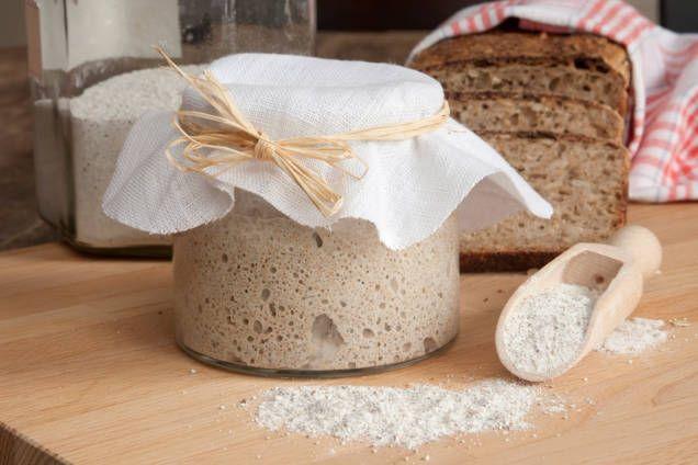 Recept på surdeg - så gör du steg för steg när du ska starta en surdeg. Här är ett grundrecept till surdeg för rågbröd.