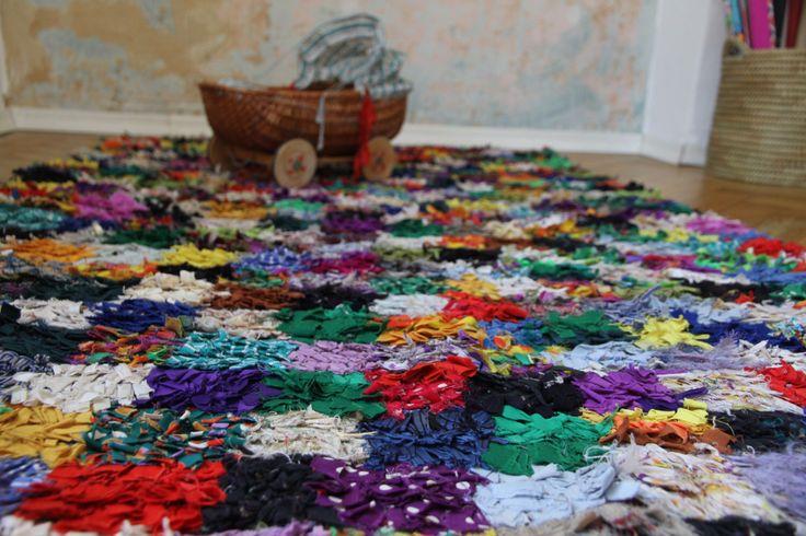 Vintage Boucherouite Rug ** Berber Teppich aus Marokko by mlovesvintage on Etsy https://www.etsy.com/listing/253041056/vintage-boucherouite-rug-berber-teppich