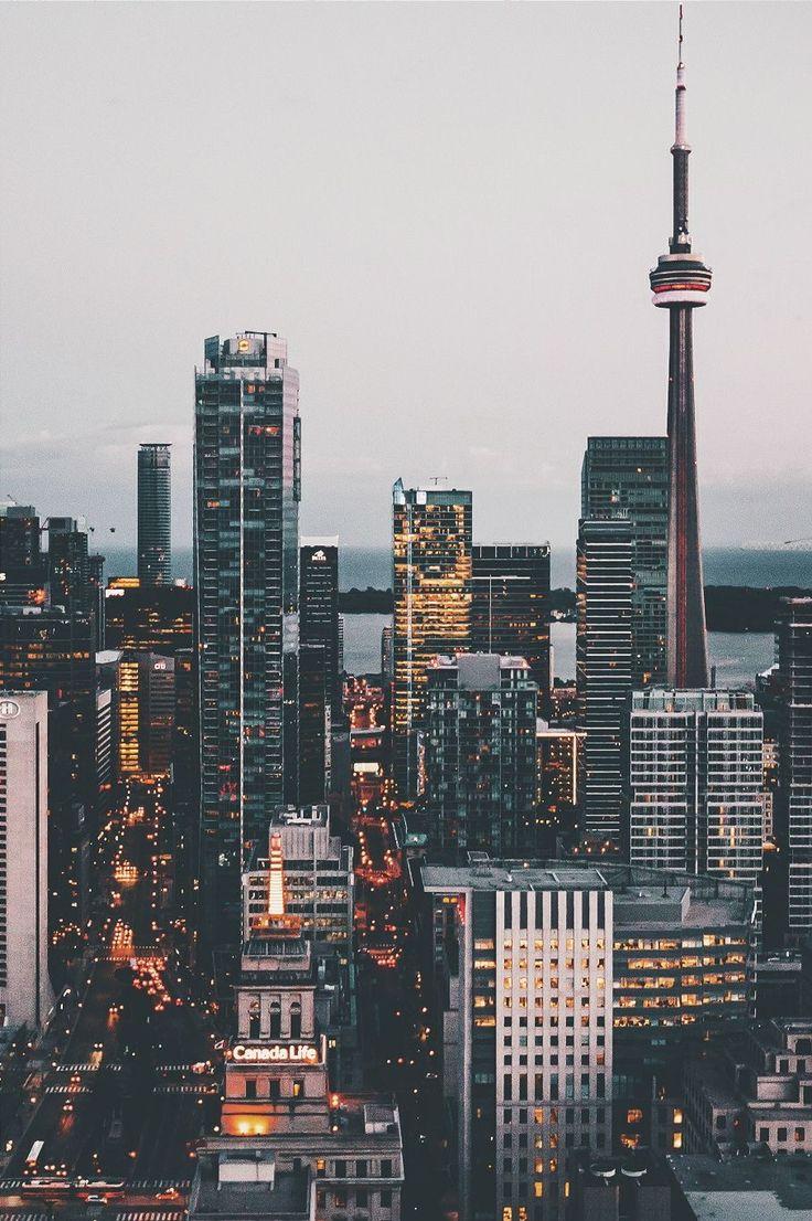 La ville capitale d'Ontario est Toronto. C'est très belle et grande. La population est 13.6 million. Il  y a beaucoup des restaurants dans la ville et la Tour CN! Je voudrai aller à Toronto.