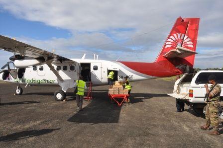 Lige som man altid ved, at alle tog i Rumænien er forsinkede, så ved man også, at alle Air Madagascars flyafgange bliver flyttet. Det er en del af livsvilkårene i Madagascar, som lokalbefolkningen lever med og derfor ikke løfter et øjenbryn over.  Det er ikke unaturligt at komme ud i lufthavnen for at finde ud af, at det fly, …