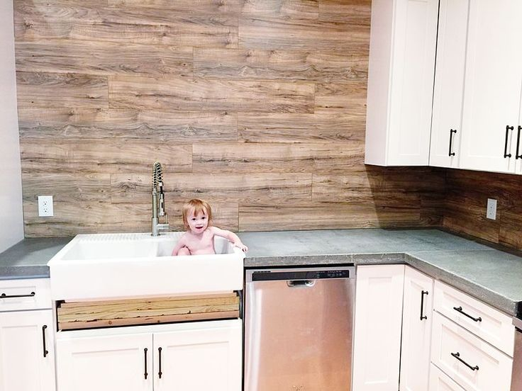 laminate wood flooring for kitchen laminate flooring backsplash it looks like wood for the 8877