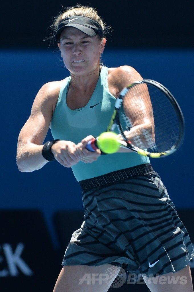 全豪オープンテニス(Australian Open Tennis Tournament 2014)、女子シングルス準決勝。リターンを打つユージェニー・ブシャール(Eugenie Bouchard、2014年1月23日撮影)。(c)AFP/MAL FAIRCLOUGH ▼23Jan2014 AFP|李娜、新鋭ブシャール下し決勝進出 全豪オープン http://www.afpbb.com/articles/-/3007074