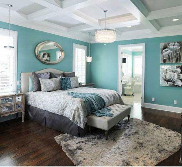 Habitacion pintada de azul aguamarina