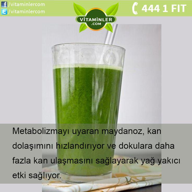 Maydanoz C vitamini açısından zengin bir bitkidir. Sağlığı koruduğu gibi vitamin deposu olduğu için her yaşta her kesimin yemesi önemle tavsiye edilir. Her sabah kürü için yarım demet maydonuzu sapıyla beraber ortadan kırıp blendırın içine koyun. Bir adet tam limonun suyunu sıkıp üzerine yarım bardak su koyun. Elde ettiğiniz yeşil suyu her sabah kahvaltıdan 15 dakika önce için. Bu kür size metabolizma artışı ve yağ yakımı sağlayacak.