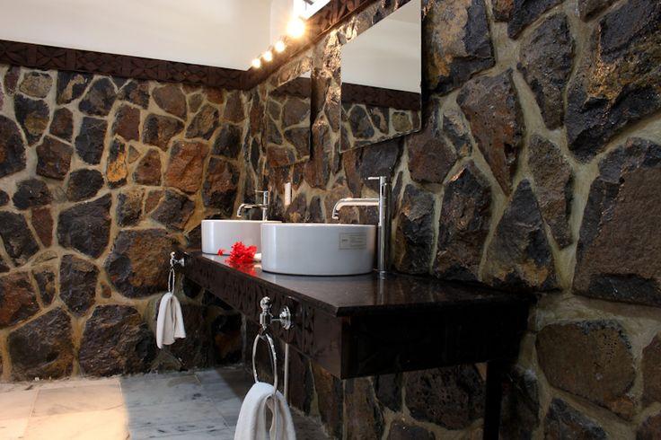 Rockwall bathrooms - beachfront rooms Return to Paradise Beach Resort, SAMOA