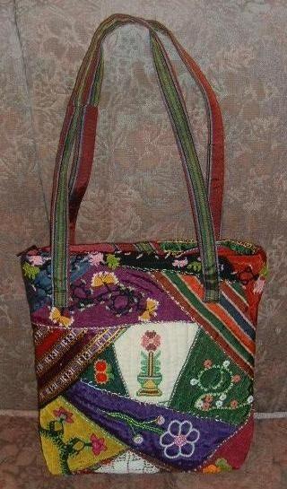 Yöresel kumaşlardan crazy teknigi ile yaptıgım çanta. İgne oyaları, kanaviçe ve el nakışları ile süsledim.