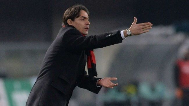 Filippo Inzaghi odegrał piętą na ławce trenerskiej w Serie A • Chievo Werona vs AC Milan • Piękny trik piłkarski trenera • Zobacz >>