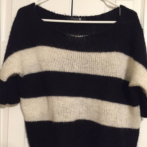 Striped sweater Forever 21 cozy stripe sweater. Worn 3 times and in very good condition. Good smell! Forever 21 Sweaters Crew & Scoop Necks