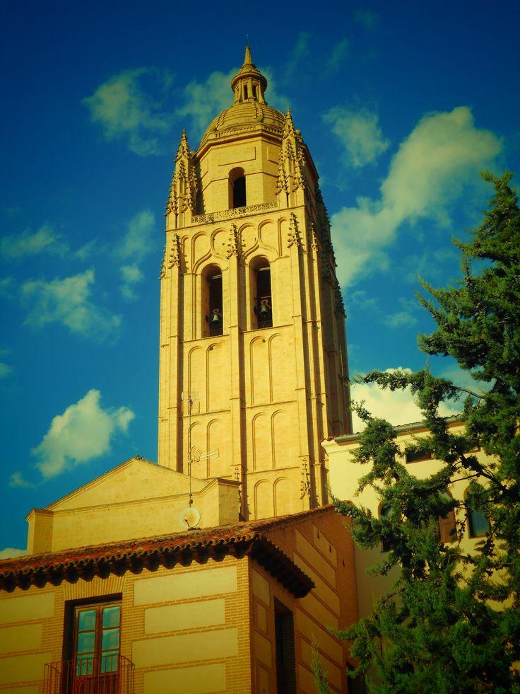 Torre de la Catedral desde la Puerta de San Andrés. Segovia.
