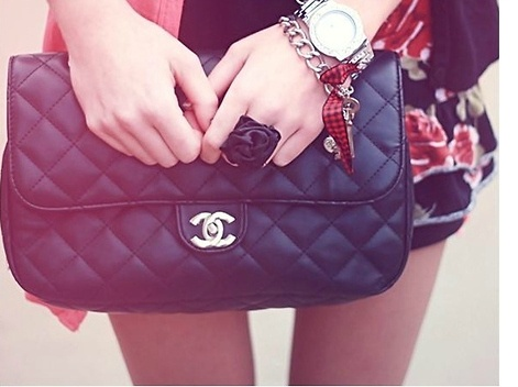#inspiration #style #thinHand Bags, Chanel Bags, Handbags, Chanel Purses, Purses Aldopinthetrend, Pur Aldopinthetrend, Accessories, Inspiration Style, Hands Bags