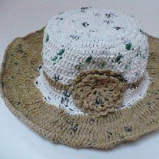 This is a guide about making a plarn hat. Use plarn plastic bag yarn to make a cute summer hat.