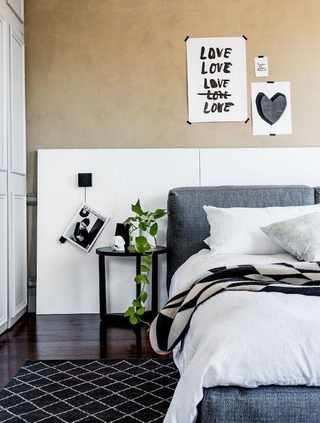 Donkere vloer in de slaapkamer. Laminaat vloeren plaatsen en bezorgen rondom Amsterdam. Kijk op www.voorjouwhuis.nl #laminaat #interieur #wonen