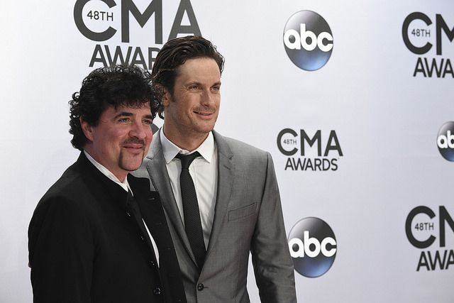 Oliver Hudson Took On Biological Father Bill Hudson On Father's Day - http://www.morningnewsusa.com/oliver-hudson-took-on-biological-father-bill-hudson-on-fathers-day-2324587.html