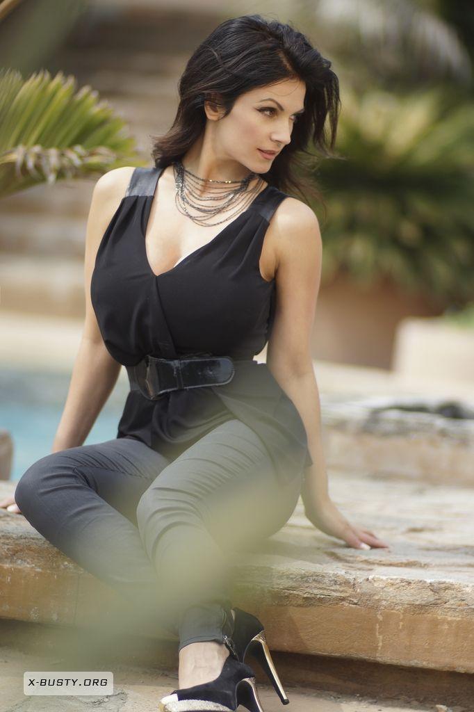 데니스 밀라니(Denise Milani) - By the Pool