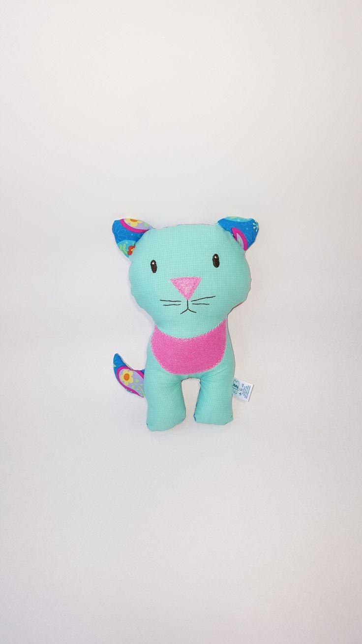 Gato hecho a mano, disponible por encargo. Buscalo en mi tienda https://www.etsy.com/es/shop/FlofyCo?ref=hdr_shop_menu