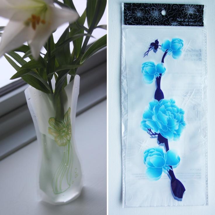 Foldbar vase – Gren med blå blomster, 20,-