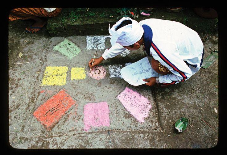 A pemangku (priest) draws in preparation for Ekadasa Rudra, an exorcistic ritual held once a century at Pura Besakih. Photo David Stuart-Fox