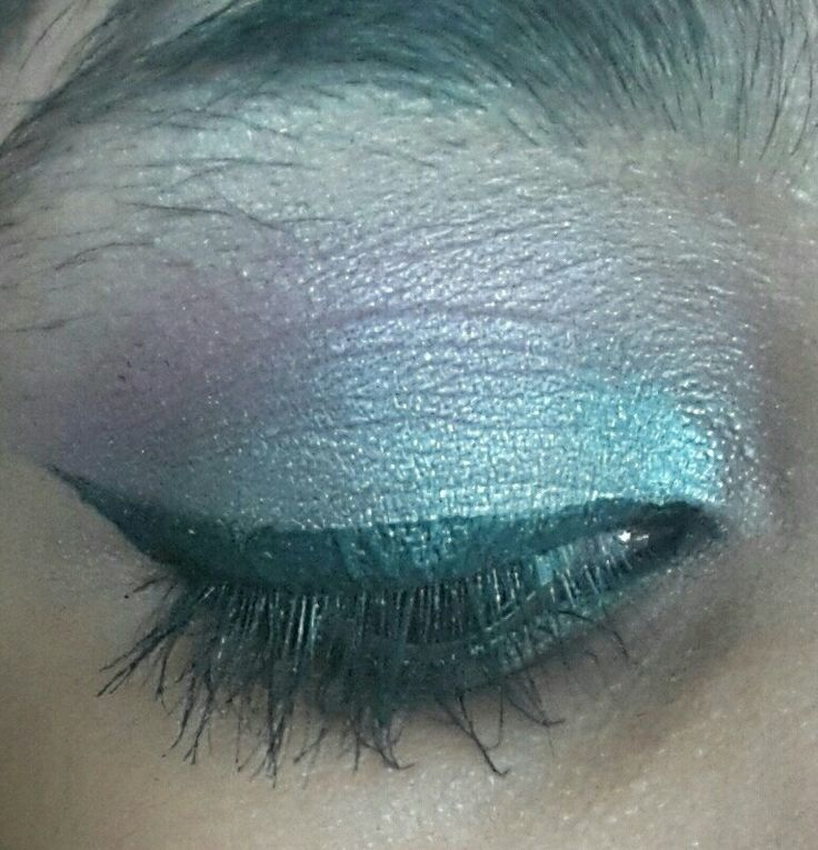 Silver and a hint of purple/pink. With a winged liner. (DUH) -Zakiyah Bhadella