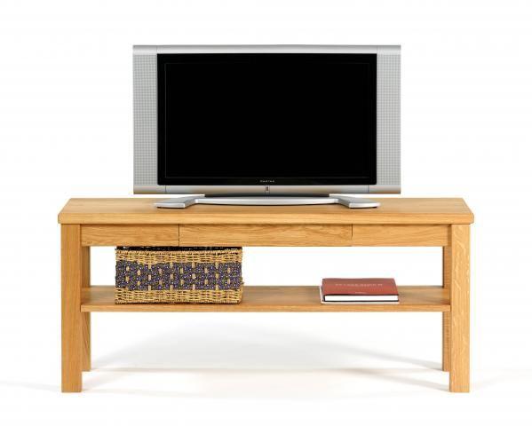 Tv- bænk som du kan få i mange størrelser, så den kommer til at passe perfekt til din stue. Du kan se alle vores stuemøbler på vores hjemmeside.