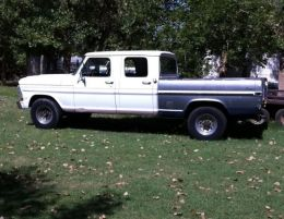 1970 Ford F-Series Crew Cab Short Bed 2wd by spacelong http://www.truckbuilds.net/1970-ford-f-series-crew-cab-short-bed-2wd-build-by-spacelong