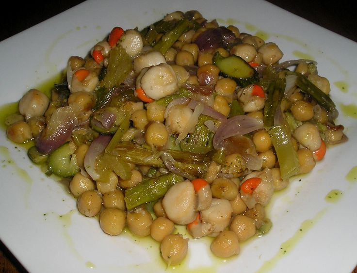 Queen Scalpos,Green Asparagus & Chickpess Saute