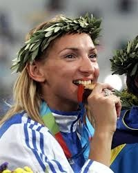 Φανή Χαλκιά-Γεννήθηκε στη Λάρισα, στις 2 Φεβρουαρίου του 1979.Η μεγαλύτερή της διάκριση ήρθε στους Ολυμπιακούς Αγώνες (2004) της Αθήνας, όπου κατέκτησε το χρυσό μετάλλιο στα 400 μ. εμπόδια με 52.82 και ενώ στον ημιτελικό σημείωσε Ολυμπιακό ρεκόρ με 52.77 και την 5η επίδοση όλων των εποχών