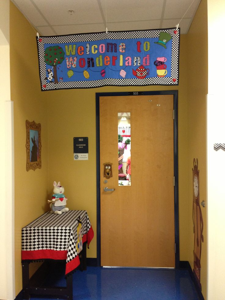 Front of classroom decorations Alice in Wonderland 89