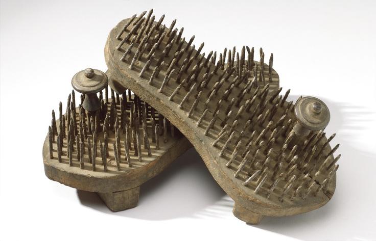 Schuhe mit Nagel